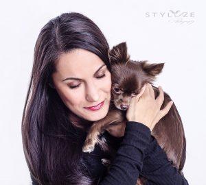 Portræt af Fatma og hunden