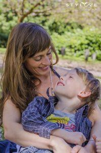 mor og søn natur og portrætfotografering